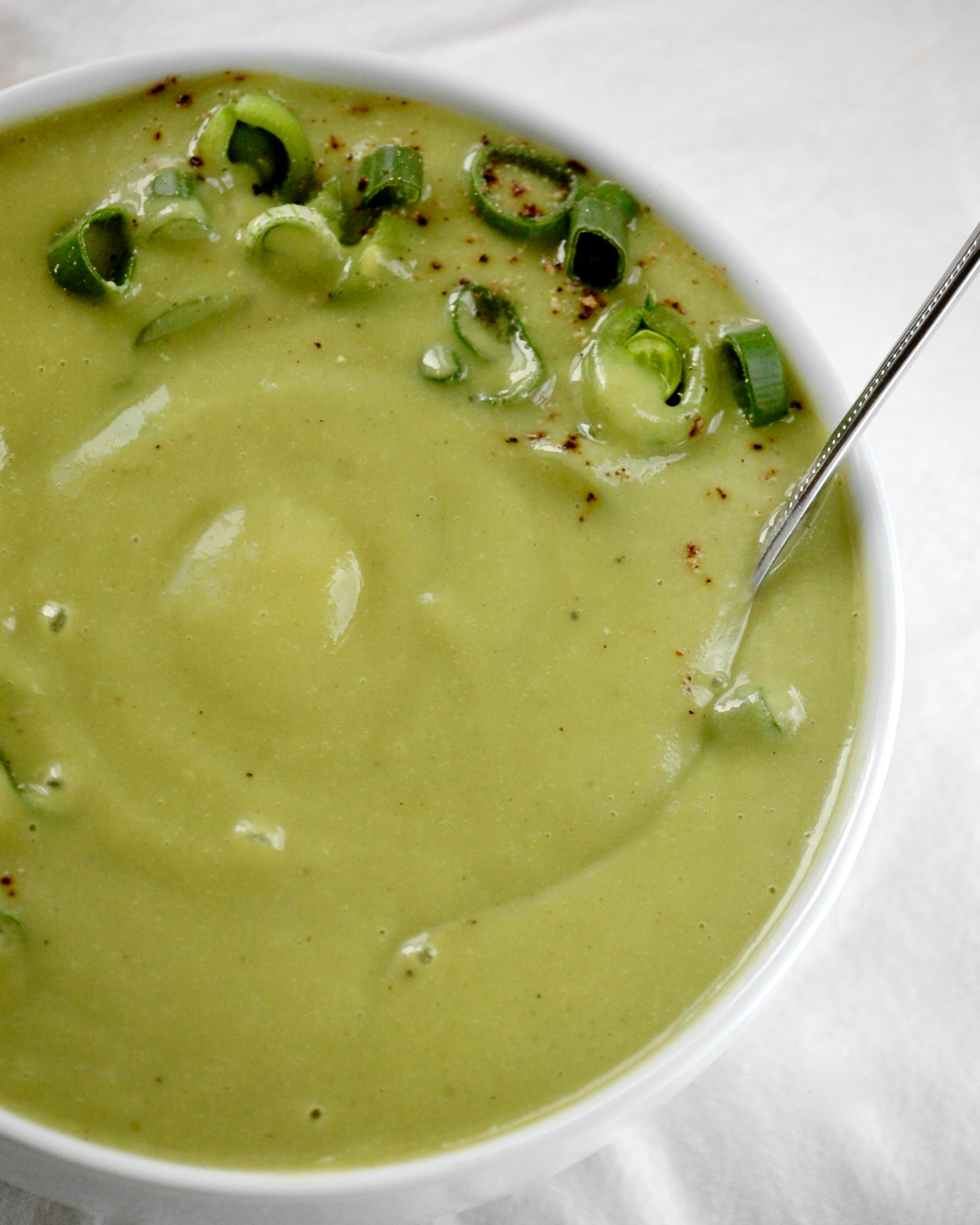 Creamy Asparagus and Sweet Pea Soup